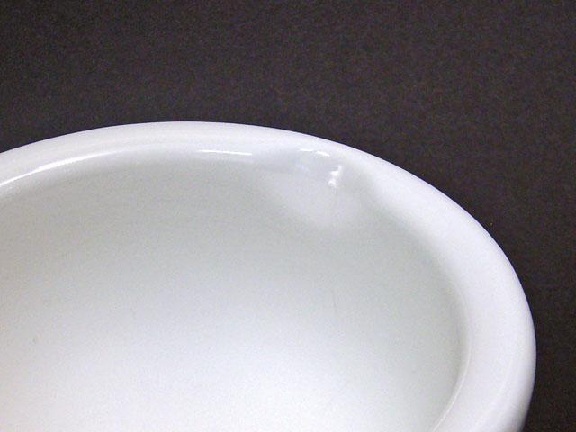 乳鉢(日本画用)の乳棒を置くためのくぼみ
